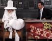 Креативная утилизация: Леди Гага появилась на публике в платье из кофейных фильтров