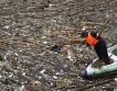 Уборка мусора из реки Цзинциань