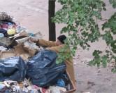 """Плюшкин в юбке"" насобирал в квартире четыре КамАЗа мусора"