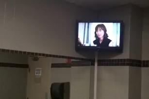 Телевизор — в каждый туалет!