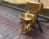 У центрі Донецька встановили «золотий унітаз Януковича»