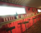 В Англии открылся бар из морских контейнеров