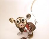 Необычных животных из бытового мусора художника Нацуми Томита