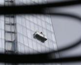 С небоскреба в Нью-Йорке спасли двух чистильщиков окон