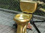 В центре Донецка установили золотой унитаз президента