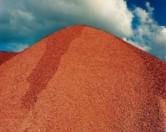 Побочный продукт от производства бумаги поможет эффективно очистить почву и воду