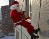 В России ограбили Деда Мороза — скалолаза
