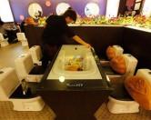 Стулья-унитазы, подушки-фекалии: туалетные кафе завоевывают Китай
