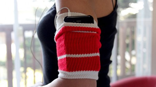 Старый носок - держатель для смартфона