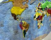 Дизайнер из Соединенных Штатов сделал карту мира из старых губок