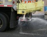 В Америке запущен проект по использованию сырного рассола против обледенения дороги
