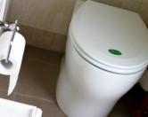 Биотуалет без воды и запаха производит удобрения