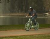 Израильский изобретатель построил велосипед из переработанного картона
