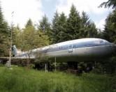 Изобретательный пенсионер построил себе дом из самолета.