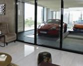 В Сингапуре построили небоскреб с гаражами на балконах.