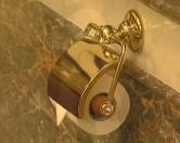 Австралийцы начали продажу золотой туалетной бумаги для арабов