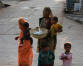 В Индии супруги воссоединились после обещания мужа построить туалет