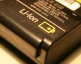 Не выбрасывайте старые батареи от ноутбуков – их можно использовать для питания электроприборов