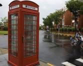 Китаец сделал себе дом из телефонной будки