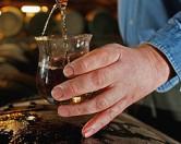 Мужчина нашел во время уборки исторический виски стоимостью 100 тыс долларов