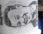 Туалетная бумага с улыбающимся Януковичем появилась во львовских магазинах.