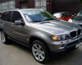 У московской уборщицы с Рублевки угнали BMW X5