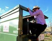 «Мусормен» из Техаса обустроил эко-дом в мусорном контейнере