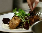В Нью-Йорке открыли ресторан с блюдами из пищевых отходов.