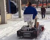 В США улицы от снега чистили на унитазе.