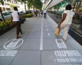 Тротуары для людей, использующих телефоны, появились в Вашингтоне.