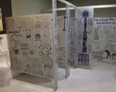 В туалетах Остина разрисовали стены шутками