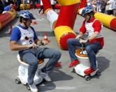 В Австралии развлекаются ездой на унитазах с моторчиками