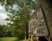 Дом из старых окон построил художник за $500